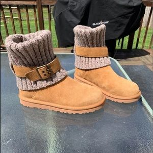New ugg boots tan with top can fold up down